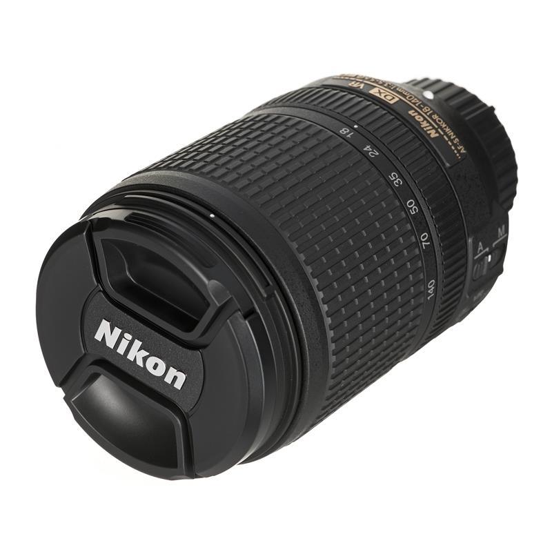 Nikon D5600 + AF-S 18-140VR Spoguļkamera SLR