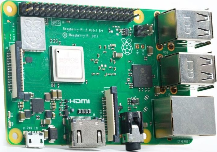 Raspberry Pi 3 B+, SoC-Mini-Mainboard, 4x 1,4 GHz, 1 GB RAM, WiFi